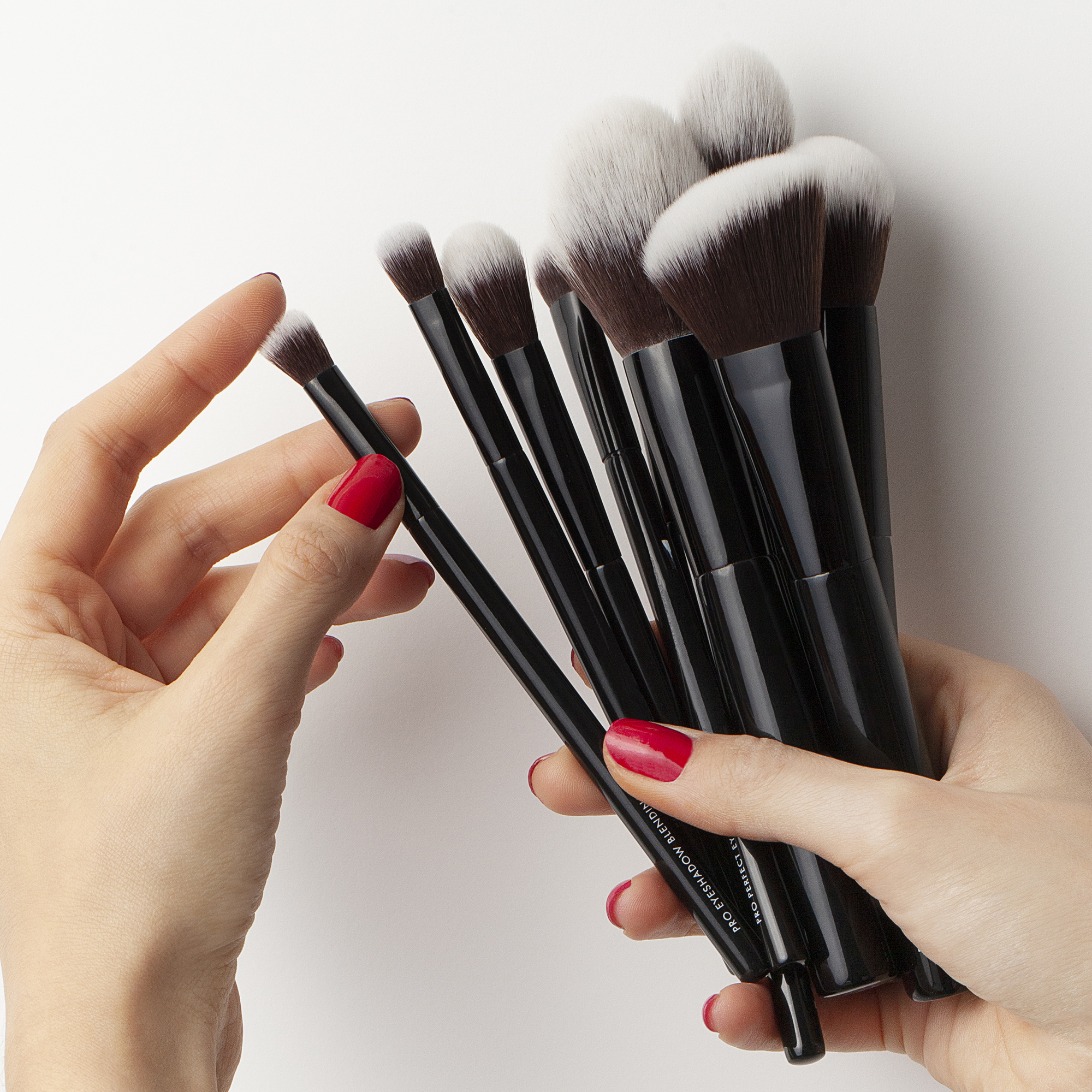 Pro Blending Blush Brush by Beauty Pie