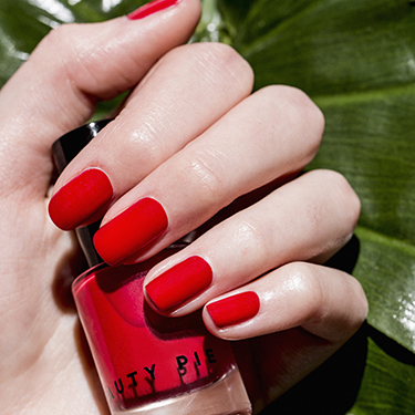 Wondercolour Nail Polish in Most Red